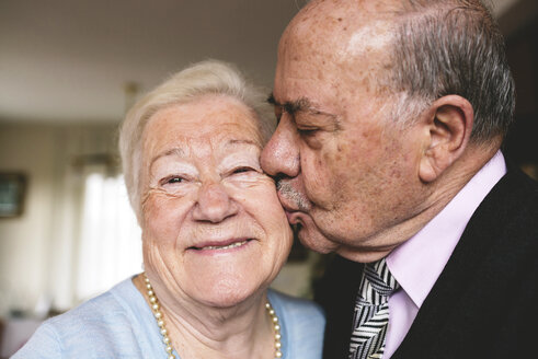 Senior man kissing his happy wife - GEMF000677