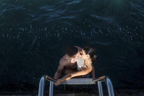 Spain, Tenerife, young couple in love kissing - SIPF000152