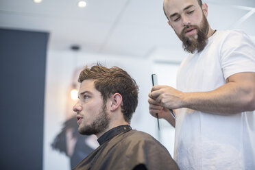 Young man at barber's shop - ZEF008209