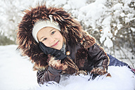 Portrait of smiling girl in winter - VTF000499