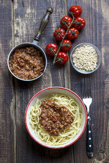 Spaghetti with vegetarian bolognese in bowl, soy meat - SARF002499