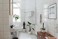 Minimalist white bathroom - JUBF000078