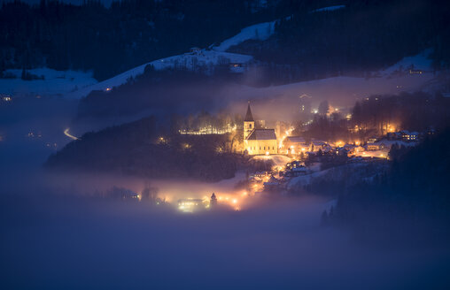 Austria, Salzburg State, Bad Duerrnberg at night, fog - STCF000181