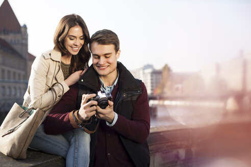 Germany, Berlin, young couple looking at camera at bank of River Spree - GCF000139