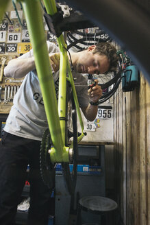 Mechanic working on bicycle - JUBF000112