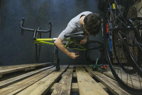 Mechanic working on bicycle - JUBF000115
