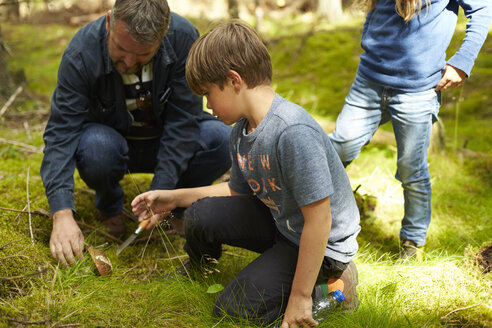 Sweden, father and his two children collecting mushrooms - TSFF000010