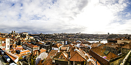 Portugal, Porto, cityscape with old town and Vila Gaia - AMF004758