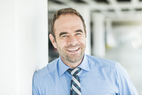 Portrait of smiling businessman - UUF006527