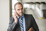 Businessman on cell phone - UUF006530