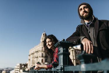 Spain, Tarragona, young couple exploring the city - JRFF000394