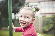 Portrait of smiling little girl with tooth gap - RAEF000863