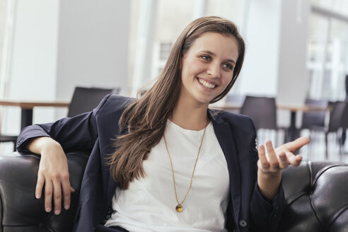 Portrait of smiling young business woman talking to somebody - MFF002642