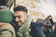 Man and woman hugging on the Christmas Market - MFF002663