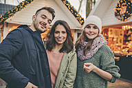 Portrait of three friends on the Christmas Market - MFF002684