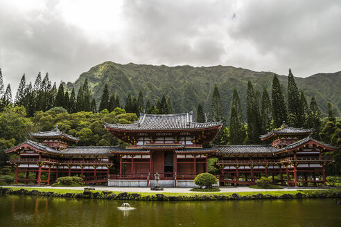 USA, Hawaii, Oahu, Buddhist temple at Valley of the Temples Memorial Park - NGF000296
