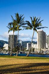 USA, Hawaii, Oahu, Honolulu, View to Ala Moana from Ala Moana Beach Park - NGF000299