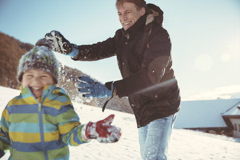 Italy, Val Venosta, Slingia, father and son having a snowball fight - MFF002700