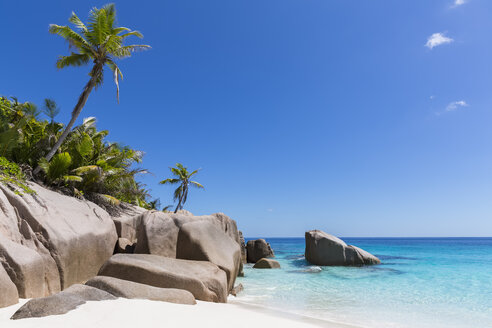 Seychelles, Beach of Grande Soeur Island, Big Sister - FOF008413