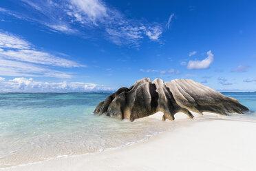 Seychelles, La Digue, Granitic rock on the beach - FOF008425