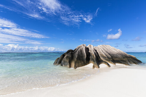 Seychelles, La Digue, Granitic rock on the beach - FOF008425