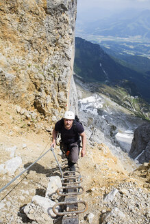 Austria, Tyrol, Wilder Kaiser, man on via ferrata towards Ellmauer Halt - TKF000438