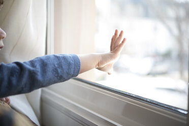 Hand of little boy touching windowpane - SKCF000057