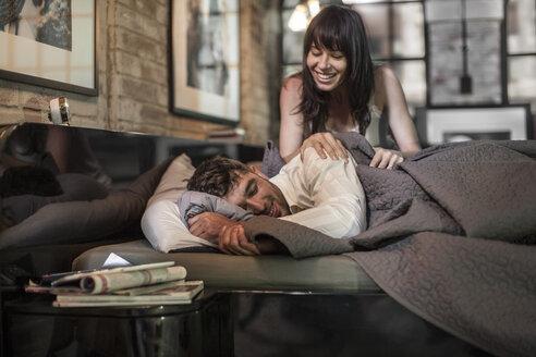 Happy couple in bed - ZEF008416
