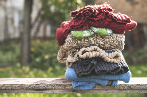 Stack of warm clothing - DEGF000642