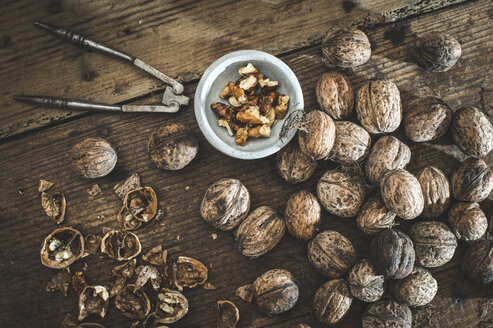 Whole and cracked walnuts on wood - DEGF000645