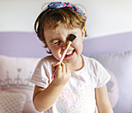 Portrait of little with brush - MGOF001440