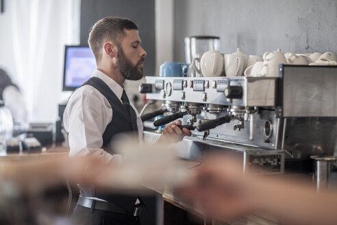 Waiter preparing coffee in restaurant - ZEF008522