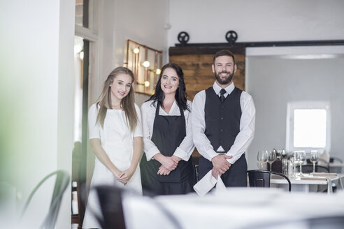 Restaurant staff expecting customers - ZEF008546