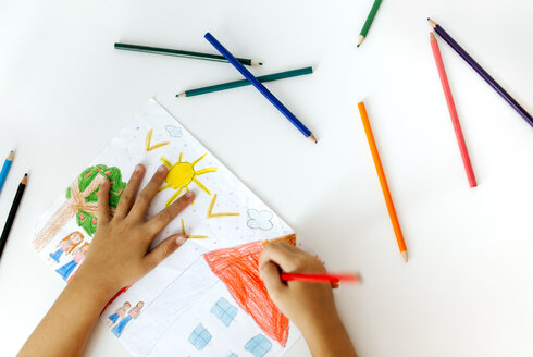 Hands of little girl painting with coloured pencils - MGOF001455