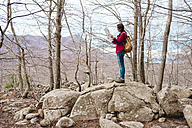 Spain, Barcelona Province, Sants Fe del Montseny, woman with backpack and map in the mountains - GEMF000738