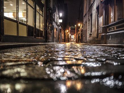 Dark alley in Dublin - GIOF000767