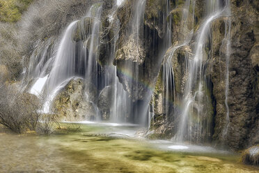 Spain, Cuenca, Waterfall at River Cuervo - DSGF000979