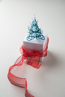 Gift box with red ribbon and Christmas tree - MYF001344