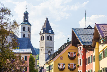 Austria, Tyrol, Kitzbuehel, old town, typical houses and churches - WDF003539