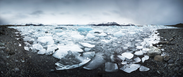Iceland, Vatnajoekull National Park, Panoramic shot of Jokulsarlon, glacier and icebergs - EPF000003