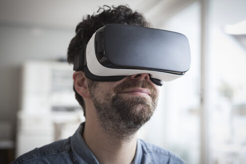 Smiling man wearing Virtual Reality Glasses - RBF004089