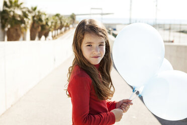 Portrait of little girl with three balloons - VABF000223