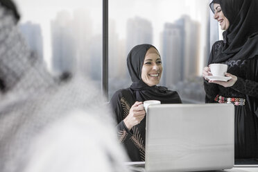 Middle Eastern businesswoman in office - ZEF008598