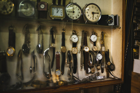 Antique clocks displayed on watchmaking workshop - KIJF000202
