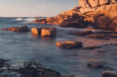 France, Brittany, Cote de Granit Rose, Atlantic, rocky coastline - MJF001769