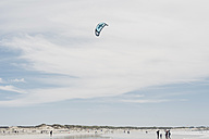 France, Brittany, Finistere, Pointe de la Torche, kiteflying on the beach - MJ001784