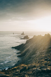 France, Brittany, Pointe du Raz, sunset at the coast with lighthouses Phare de la Vieille and Phare de Tevennec - MJF001799