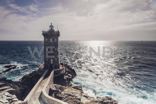 France, Brittany, Pointe de Kermorvan, Le Conquet, lighthouse Phare de Kermorvan - MJF001814