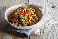 Whole meal pasta salad with champignons and bell pepper - EVGF002824