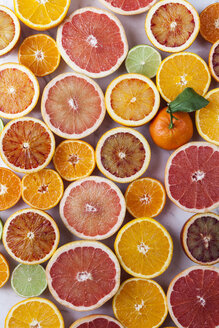 Halves of different citrus fruits and a whole tangerine - VABF000255